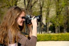 kvinnligfotograf royaltyfria bilder