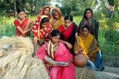 kvinnligindia läs-och skrivkunnighet Fotografering för Bildbyråer