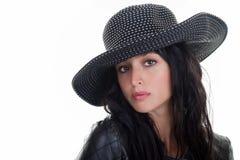 Kvinnligmodell i en hatt Arkivbilder