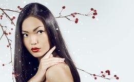 kvinnlign för framsidan för closeupen för asiatisk attraktiv skönhet för bakgrund härlig isolerade den caucasian kinesiska för st Royaltyfria Bilder