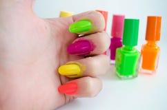 kvinnlign hands manicurebehandling Royaltyfri Foto