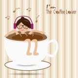 Kvinnlign som svävar i koppen kaffe och, lyssnar till musiken Arkivfoto