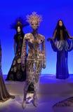 Kvinnligskyltdockor på den Gaultier utställningen Fotografering för Bildbyråer