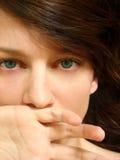 kvinnligståendebarn Fotografering för Bildbyråer