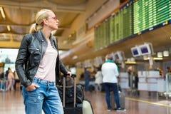 Kvinnligt bräde för avvikelser för kontrollerande flyg för handelsresande royaltyfria bilder