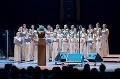 Kvinnligt sjunga för kör Fotografering för Bildbyråer