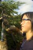 kvinnligträdgårdsmästare arkivfoton