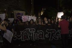 Kvinnor agerar mot liga våldtar i Rio de Janeiro Royaltyfria Bilder