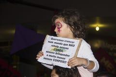 Kvinnor agerar mot liga våldtar i Rio de Janeiro Royaltyfri Foto