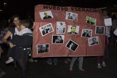 Kvinnor agerar mot liga våldtar i Rio de Janeiro Royaltyfri Fotografi