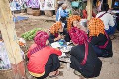 Kvinnor av PA-nolla-stammen, Myanmar Royaltyfri Bild