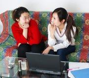 kvinnor för dialog två Arkivfoto