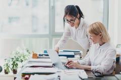 kvinnor för kontor två Arkivbild