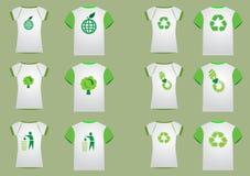 kvinnor för manrecyclerskjorta t Arkivfoton