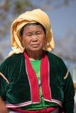 Kvinnor från Myanmar i traditionell dräkt Arkivfoto