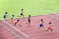kvinnor för 100m häckar s Royaltyfria Bilder