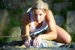 kvinnor för klättring s Royaltyfria Bilder