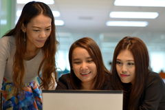 Kvinnor i arbetsplats Royaltyfria Foton