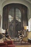 Kvinnor i en salong Arkivbilder