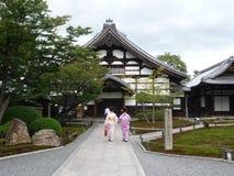 Kvinnor i kimono Royaltyfria Bilder