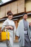 Kvinnor i kimonoklänning Fotografering för Bildbyråer