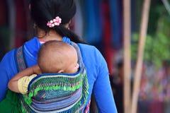 Kvinnor i marknad av Vietnam royaltyfri foto