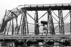 Kvinnor i Sangkhlaburi Arkivbilder