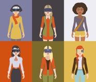 Kvinnor i virtuell verklighethörlurarna med mikrofon Royaltyfri Fotografi