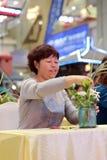 Kvinnor lär blom- ordningar Royaltyfri Fotografi