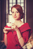 Kvinnor med kopp te. Fotografering för Bildbyråer