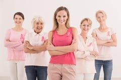 Kvinnor med rosa band Royaltyfri Fotografi