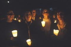 Kvinnor med stearinljus, kvinnor för sinande bosniskt krig Royaltyfri Bild