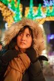 Kvinnor på julmarknad Fotografering för Bildbyråer