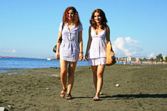 Kvinnor på strand Royaltyfria Foton