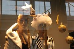 Kvinnor som beklär lagret Royaltyfri Foto