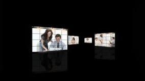 Kvinnor som hårt arbetar i kontoret arkivfilmer