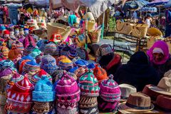 Kvinnor som säljer hattar, Marrakech Royaltyfria Bilder
