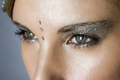 Kvinnors ögon med modesmink royaltyfri foto