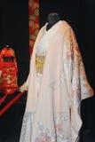 Kvinnors för original en japansk dräkt för bröllop Royaltyfri Foto