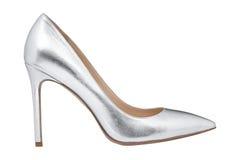 Kvinnors gråa glansiga skor Arkivbild
