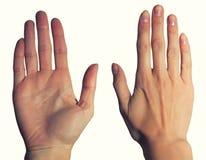 Kvinnors händer, gömma i handflatan och drar tillbaka Royaltyfri Foto