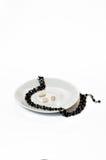 Kvinnors halsband av svarta stenar Royaltyfria Foton