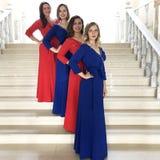 Kvinnors helhet i de samma konsertklänningarna, röst- grupp, kvartett royaltyfri foto