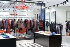 Kvinnors kläder shoppar Royaltyfria Bilder
