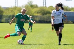 Kvinnors lek f?r nationella liga: Cork City FC vs Galway WFC royaltyfria bilder