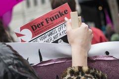 Kvinnors mars på internationella kvinnors dag i Zurich Arkivbild