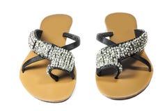 Kvinnors sandaler och kristall för svart för skoläder Fotografering för Bildbyråer