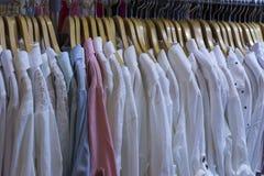 Kvinnors skjorta Arkivbild