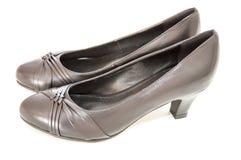 Kvinnors skor för sidoveiw som isoleras på vit Arkivfoto