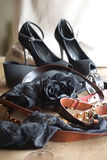 Kvinnors skor och bälten Royaltyfri Fotografi